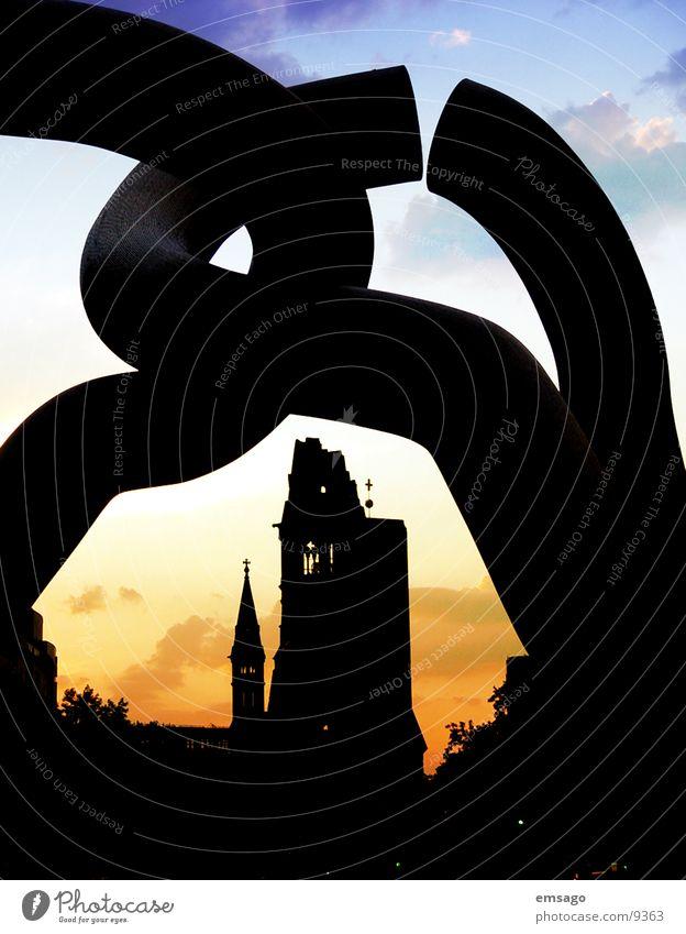 Meine Stadt  erwacht Sonnenaufgang Sonnenuntergang Architektur Berlin Gedächnisskirche Himmel Religion & Glaube Schatten