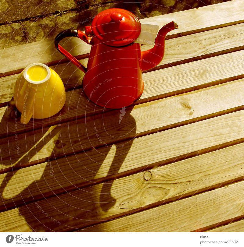 Teekesselchen Schatten Tasse elegant Garten Tisch Gastronomie gelb rot Kannen Teekanne Teetasse Filter
