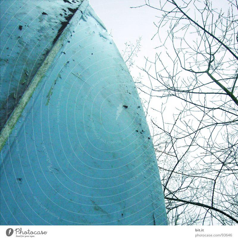 BLAUHELM Helm Wasserfahrzeug zyan Himmel Baum Baumkrone Bootshaus See Ferien & Urlaub & Reisen weiß Fluss Bach Meer blauhelm sky Spitze oben
