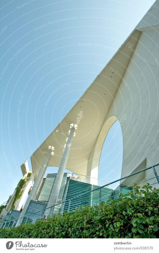 Bundeskanzleramt Architektur Berlin Bundeskanzler Amt Hauptstadt Regierungssitz wallroth Spreebogen bau Bauwerk Beton Neigung Linie Froschperspektive Säule Loch