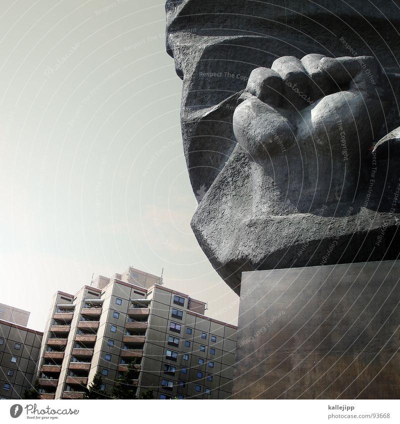 allzeit breit Berlin Stein Architektur Deutschland Hochhaus Statue Stahl Denkmal Symbole & Metaphern Skulptur Wahrzeichen Erinnerung Hauptstadt Plattenbau
