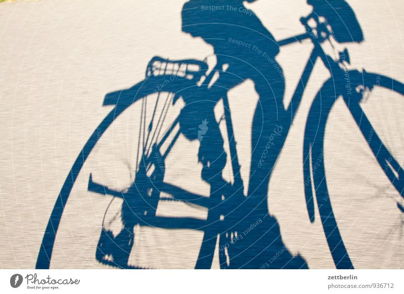 Lokführerstreik Asphalt Dynamik Fahrrad Fahrradfahren Fahrradtour Fahrradweg rennen Rennsport Schatten Geschwindigkeit Ferien & Urlaub & Reisen Unschärfe