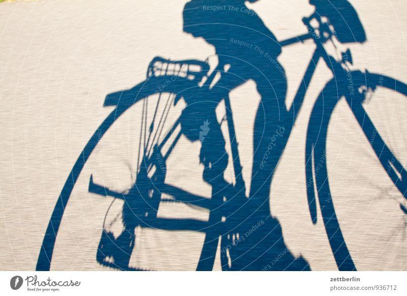 Lokführerstreik Mensch Ferien & Urlaub & Reisen Mann Bewegung Sport Fahrrad Geschwindigkeit Fahrradfahren Fahrradtour Asphalt rennen Rad Rennsport Dynamik