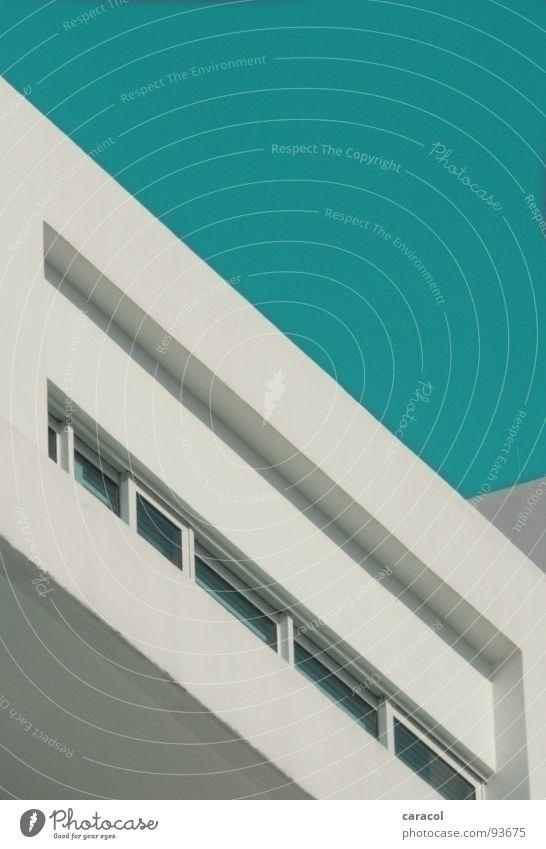 geometrie Himmel weiß blau Haus Wand Fenster Gebäude Linie Wohnung verrückt modern einfach Baustelle Häusliches Leben Klarheit