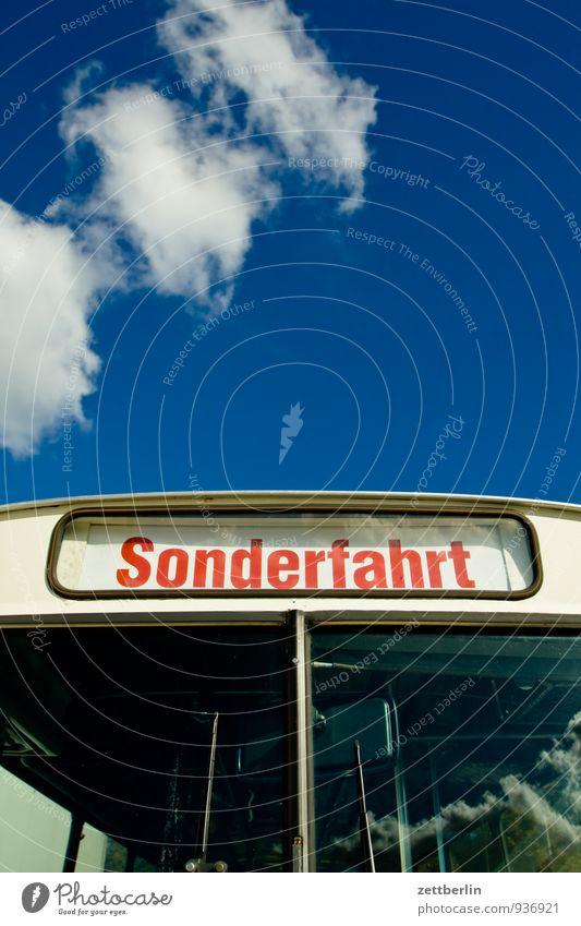 Sonderfahrt Himmel Ferien & Urlaub & Reisen Sommer Wolken Reisefotografie Herbst Berlin Linie Schilder & Markierungen Verkehr Schriftzeichen Textfreiraum