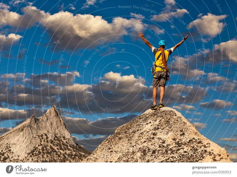 Mensch Mann Erwachsene Erfolg Seil Abenteuer Klettern Höhenangst Mut Gleichgewicht selbstbewußt Bergsteigen Klippe greifen Tatkraft Führer