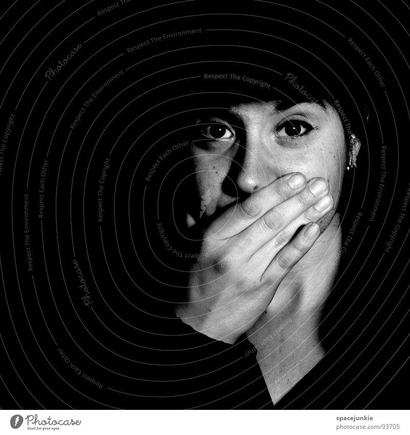 Darkness Frau Hand Gesicht Einsamkeit dunkel Angst bedrohlich Panik unheimlich
