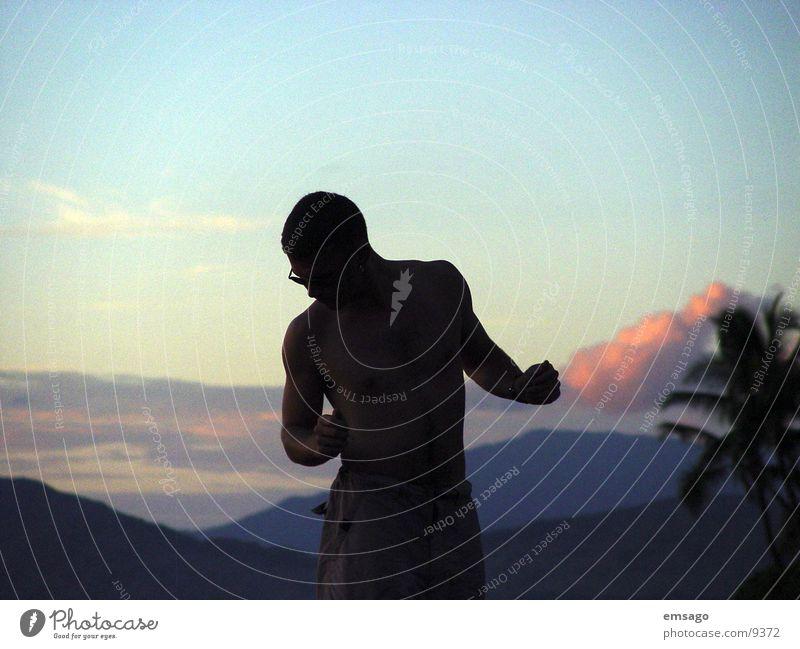 Sunset dance Sonnenuntergang Palme Wolken Mann Schatten Himmel man