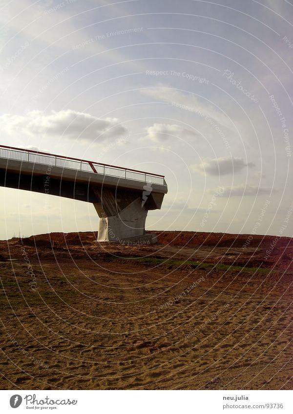 fußgängerzone Baustelle Feld braun Am Rand Brücke leer Erde Spuren Ende Architektur