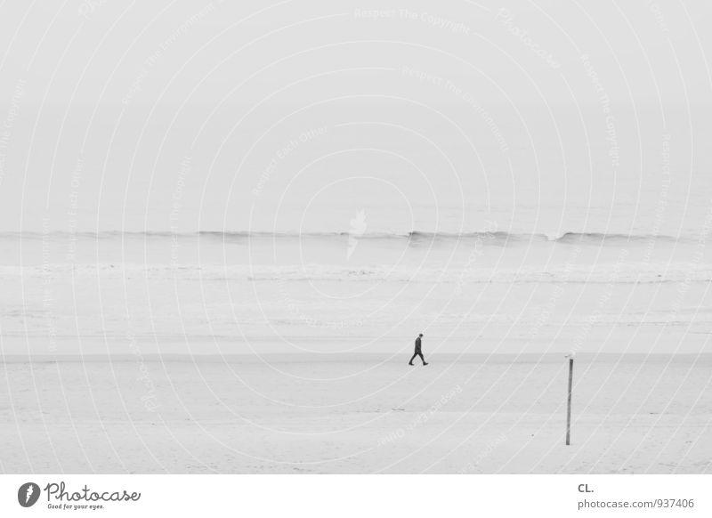 am strand Mensch Himmel Natur Ferien & Urlaub & Reisen Mann Wasser Meer Einsamkeit Landschaft ruhig Strand Ferne Umwelt Erwachsene Leben Küste