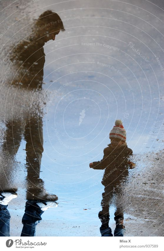 Vater und Sohn Mensch Kind Jugendliche Wasser 18-30 Jahre Winter kalt Erwachsene Leben Herbst Gefühle Frühling See Stimmung Zusammensein