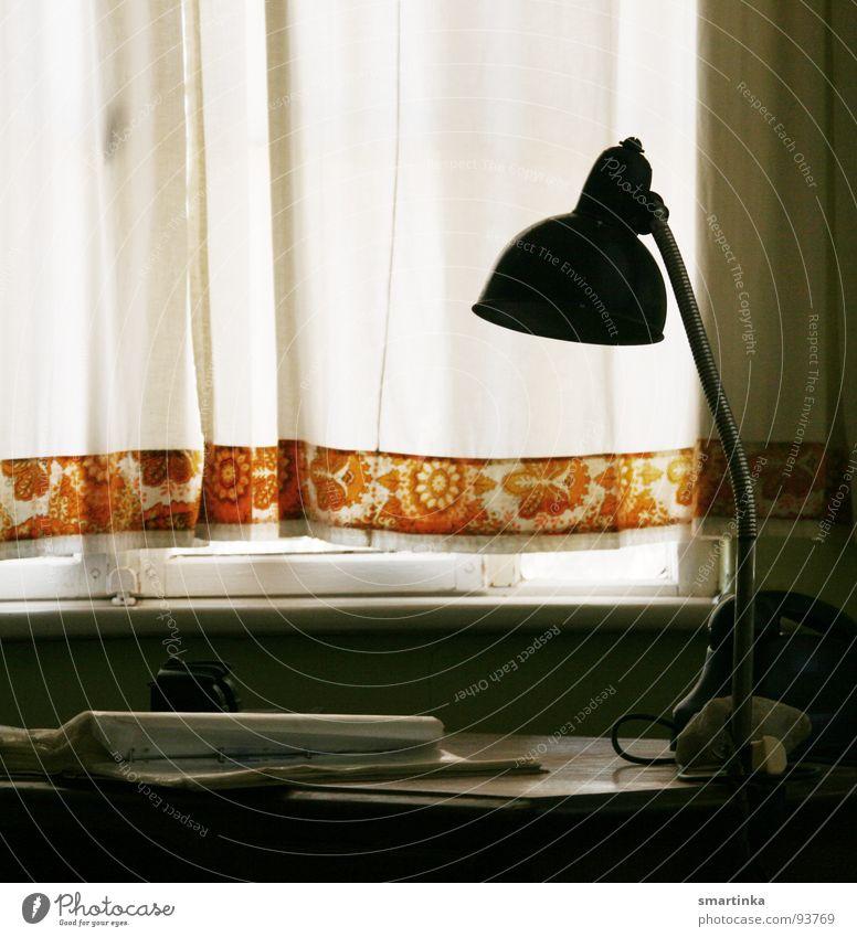 Schreib mir! Arbeitsplatz antik Antiquität Arbeit & Erwerbstätigkeit Handschrift schreiben Lampe dunkel fleißig Bildung Möbel Schreibtisch alt Schatten