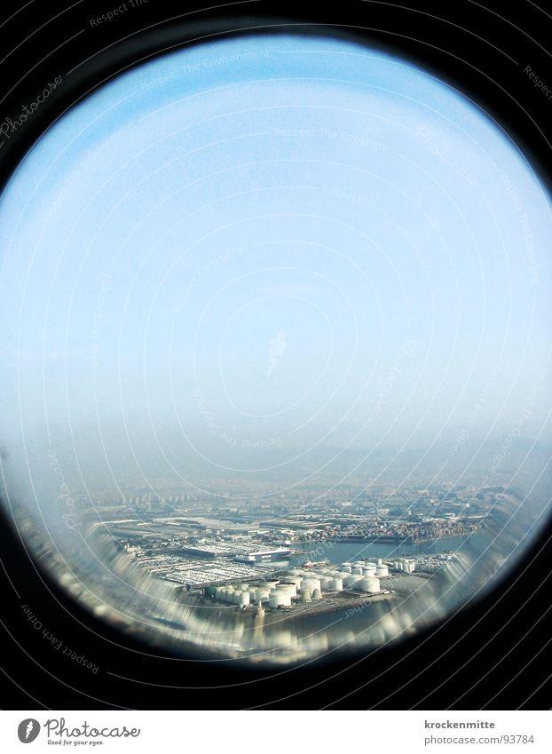 How peaceful it looks. Himmel Ferien & Urlaub & Reisen Fenster Flugzeug Glas Horizont Kreis Luftverkehr Industriefotografie rund Aussicht Fabrik Verzerrung