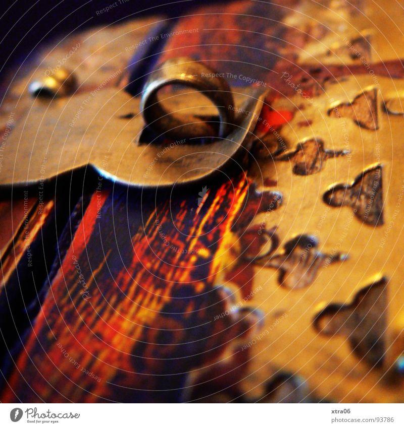 was ist da drin? alt Holz Metall gold Dekoration & Verzierung geheimnisvoll Burg oder Schloss Reichtum Indien Überraschung antik Arabien Schatz Verschluss