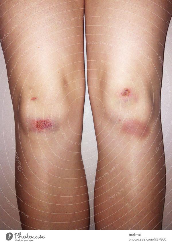 Schürfwunde Mensch feminin Junge Frau Jugendliche Erwachsene Leben Körper Beine 1 18-30 Jahre Abenteuer Angst Gesundheit Gesundheitswesen Konflikt & Streit Knie