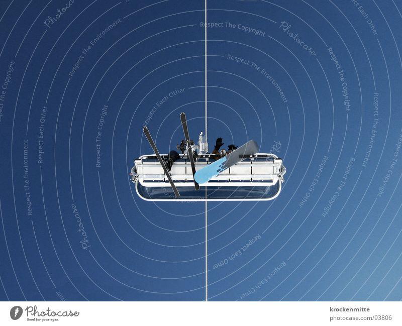 skiluft II Himmel Winter oben sitzen paarweise hoch Güterverkehr & Logistik Kabel Skifahren Mitte Wolkenloser Himmel aufwärts Symmetrie Blauer Himmel Skifahrer