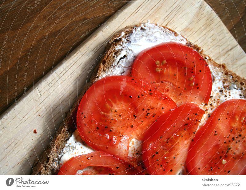 tomaten aufs brot weiß rot Holz Gesundheit braun Ernährung Lebensmittel Geschwindigkeit Tisch gut einfach Gemüse Gastronomie Kräuter & Gewürze Appetit & Hunger Frühstück