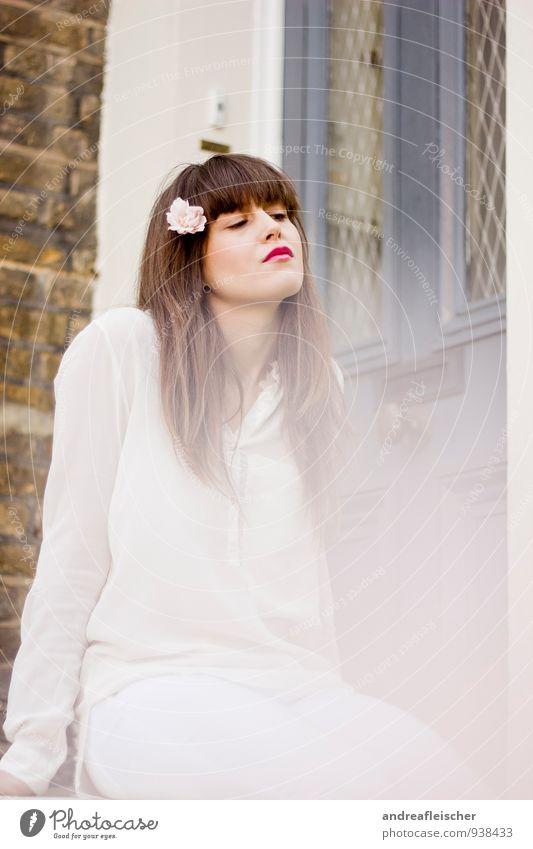 Blumenmädchen von London. feminin Junge Frau Jugendliche 1 Mensch 18-30 Jahre Erwachsene selbstbewußt Coolness Kraft klug Hochmut Stolz eitel falsch ignorant