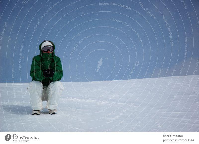 Waiting in the snow Winter kalt Einsamkeit Wintersport warten sitzen beobachten Snowboarder Schneebrille frieren 1 Pause Schneefall Schneedecke