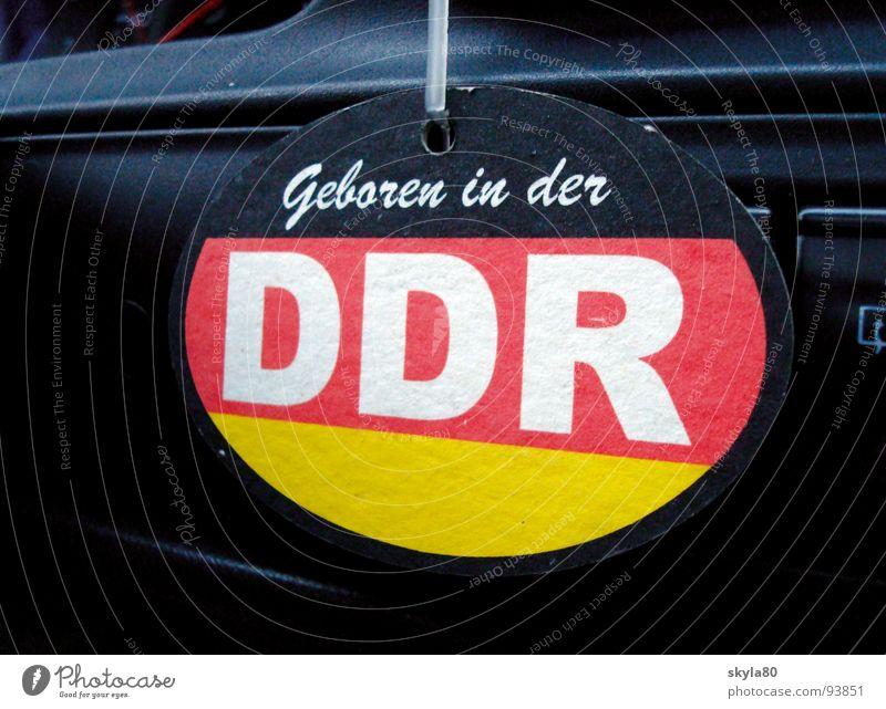 Zeitgeist PKW Schriftzeichen Hinweisschild Streifen Karton DDR Stolz Politik & Staat Osten DDR-Flagge Wiedervereinigung Integration befestigen Patriotismus