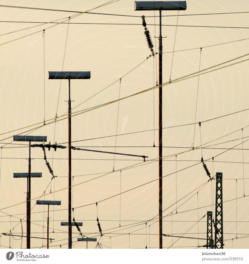 Dicht vernetzt Kabel Lampe Verbindung Elektrizität elektronisch Hochspannungsleitung einfach trist Fortschritt Netzwerk Ferien & Urlaub & Reisen Verkehr