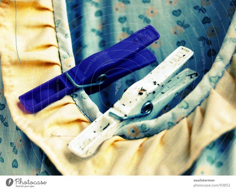 Klammerbeutel die zweite Wäscheklammern Kleid Sauberkeit dreckig Waschmaschine Wäscheleine gelb violett weiß Blume Cross Processing Kragen klein Haushalt