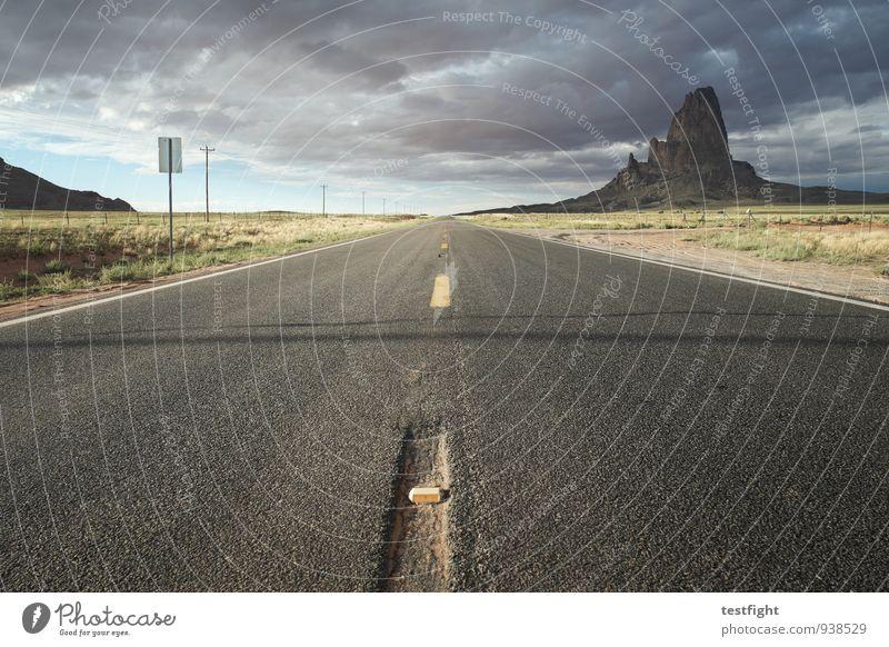einfach mal geradeaus Natur Landschaft Wolken Umwelt Berge u. Gebirge Straße Linie Horizont Verkehr Klima Hügel Autofahren schlechtes Wetter Gewitterwolken