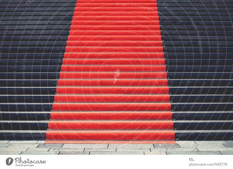 roter teppich Veranstaltung Show Treppe Roter Teppich Vorfreude Beginn Wege & Pfade Ziel Zukunft Empfang aufwärts Farbfoto Außenaufnahme Menschenleer Tag