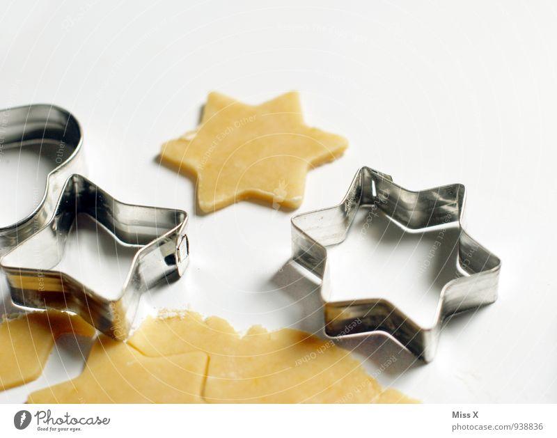 Sterne Lebensmittel Teigwaren Backwaren Ernährung Metall lecker süß Plätzchen Stern (Symbol) stechen Farbfoto Nahaufnahme Menschenleer Textfreiraum rechts