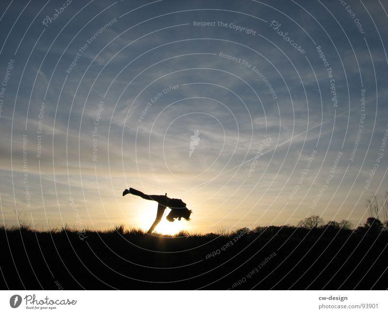 dancing queen Capoeira Fußballer Erfolg Verlierer Weltmeister Champions League Wiese Feld Sommer heiß Physik Blume weiß grün saftig Wolken schlechtes Wetter
