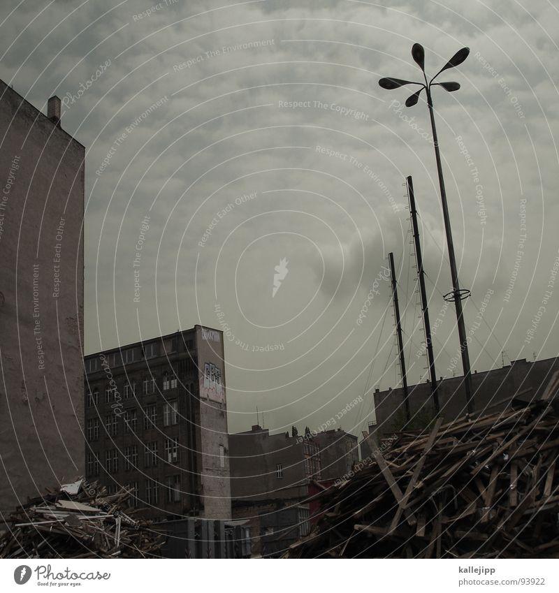 mauerblümchen Berlin Fenster Architektur Deutschland Armut Fassade Treppe neu trist Aussicht Baustelle Müll Pfeil Laterne Weltall