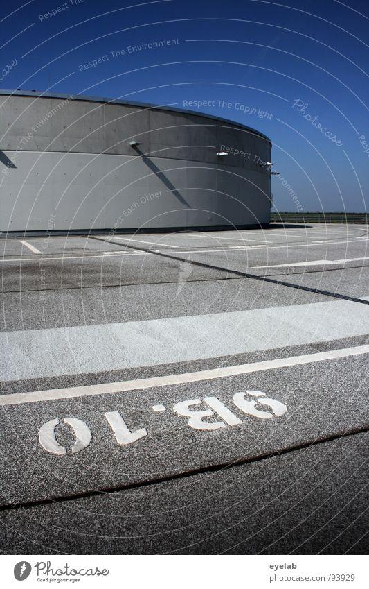 0Lº86 = 9B.10 Himmel blau weiß grau Lampe Linie Beleuchtung Platz Beton Verkehr modern Schriftzeichen leer neu Streifen rund