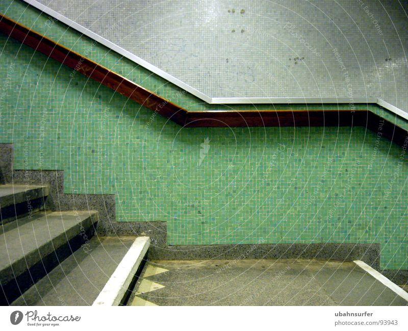 abgang grün Farbe dunkel Wand Architektur Stein Linie oben Treppe Verkehr fahren Geländer festhalten Maske türkis Fliesen u. Kacheln