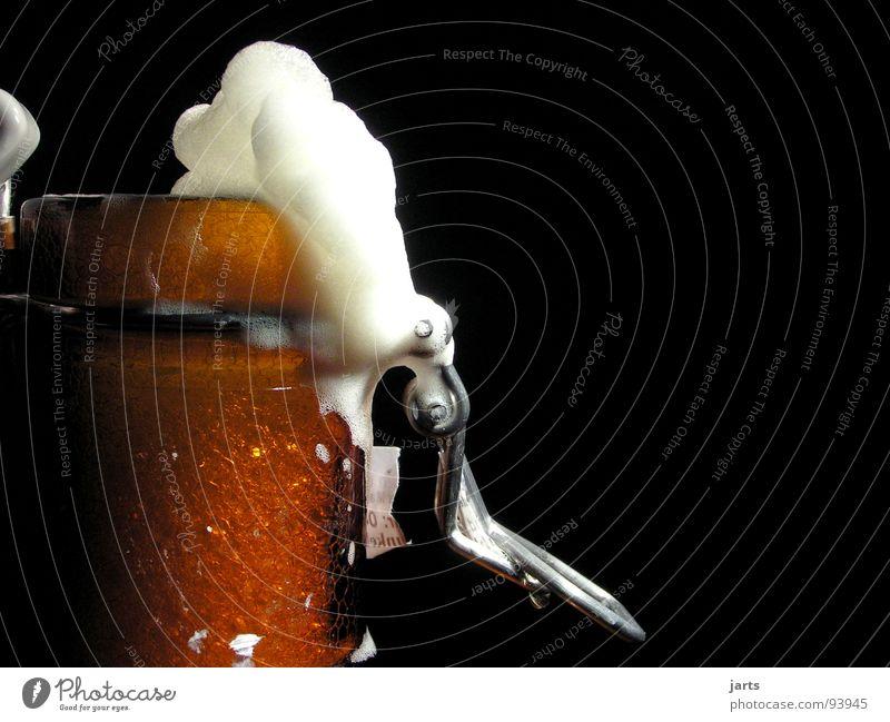 plopp..... Bier Bierflasche Schaum frisch Alkoholisiert Hopfen Gastronomie Freude Baumkrone genießen Feste & Feiern Mals Bügelflasche jarts