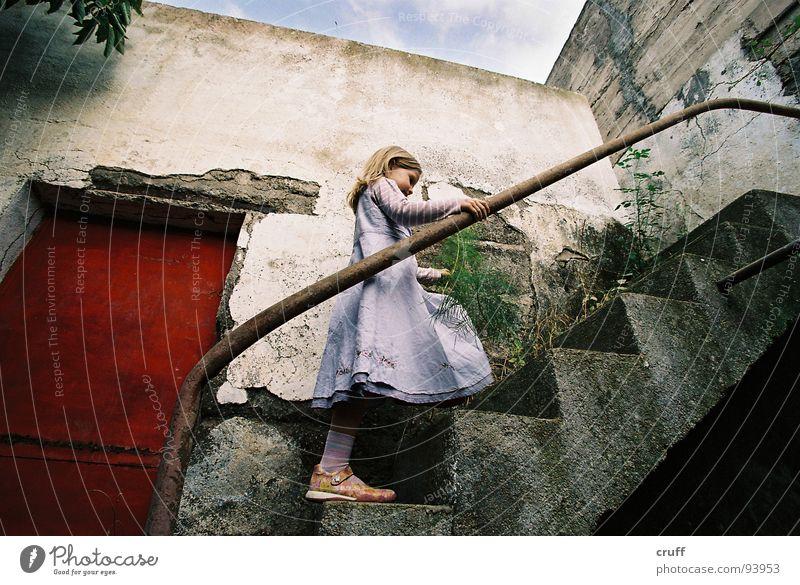 Wonderland Ruine Kleid geheimnisvoll Insolvenz verfallen Treppe Wunderland Alice Tür Child Stair Adventure Secret Door