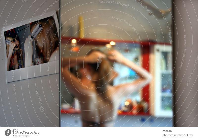 ...oder zum säubern von waschbecken und toiletten Bad Spiegel Reflexion & Spiegelung Zopf Haare & Frisuren Toilette Haarpflege Kamm Polaroid Bürste
