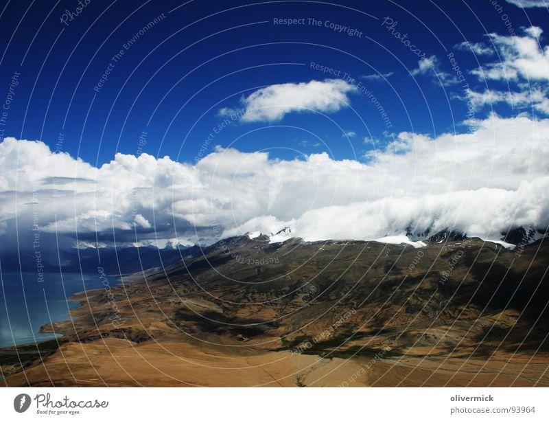 die ruhe vor dem sturm Wasser Himmel weiß blau Wolken Berge u. Gebirge See Stimmung braun Feld Indien Bergsteigen