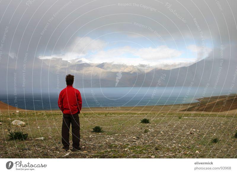 wolkenfenster Bergsteiger See Wolken Sturm Stimmung Berge u. Gebirge Mensch Gewitter Regen ausssicht