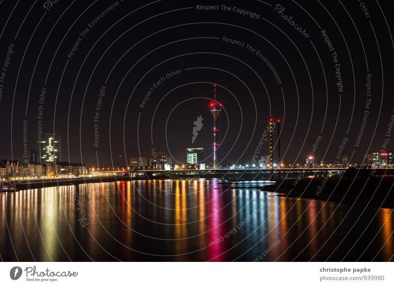 Rhine Reflections II - Düsseldorf Stadt Landschaft dunkel Gebäude hell Deutschland glänzend leuchten modern Brücke Fluss trendy Skyline Wahrzeichen Hauptstadt