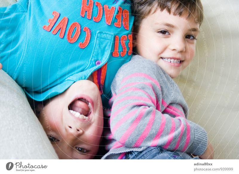 Auch wenn die Welt Kopf steht II Kindererziehung Bildung Geschwister Freundschaft Spielen toben Zusammensein Gefühle Freude Glück Fröhlichkeit Zufriedenheit