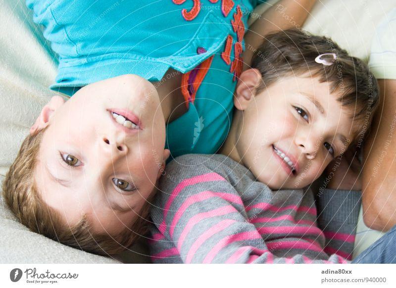 Auch wenn die Welt Kopf steht I Kindererziehung Geschwister 3-8 Jahre Kindheit Spielen Zusammensein Gefühle Freude Glück Zufriedenheit Lebensfreude Vertrauen