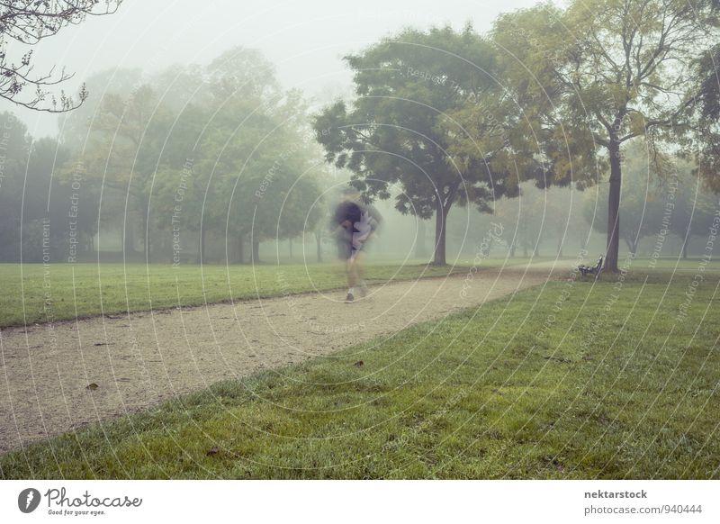 Joggen bei morgendlichem Nebel Mensch Winter kalt Erwachsene Sport Gesundheit Park Lifestyle Aktion Körper Fitness sportlich Sport-Training Frankfurt am Main
