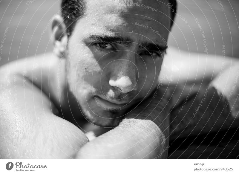 am Pool maskulin Junger Mann Jugendliche Gesicht 1 Mensch 18-30 Jahre Erwachsene Coolness nackt nass Schwarzweißfoto Außenaufnahme Nahaufnahme Tag