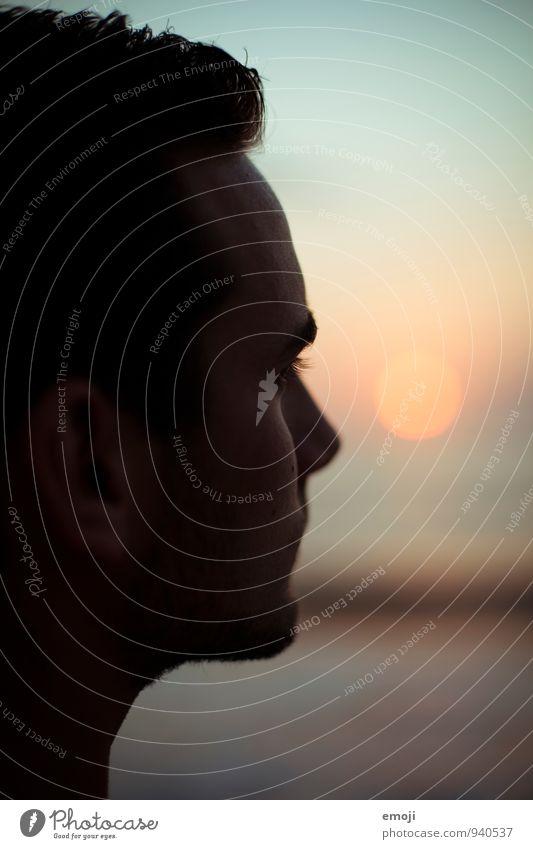 Sonne maskulin Junger Mann Jugendliche Gesicht 1 Mensch 18-30 Jahre Erwachsene einzigartig Sonnenuntergang Farbfoto Außenaufnahme Dämmerung Schatten Kontrast