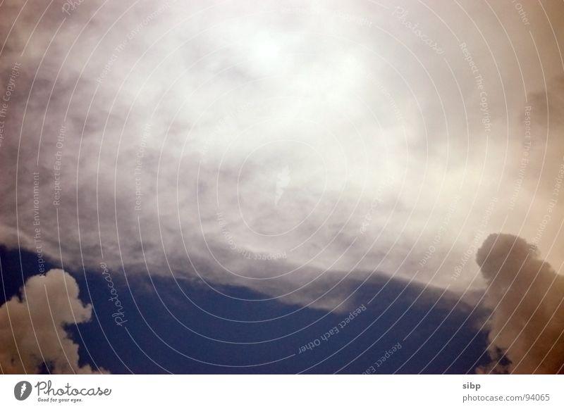 Unwettervorboten Wolken steigend Unwetterwarnung heiß Schwüle feucht Sommer Himmel Gewitter Sonne blau Eiswolke Wolkentürme Warnhinweis