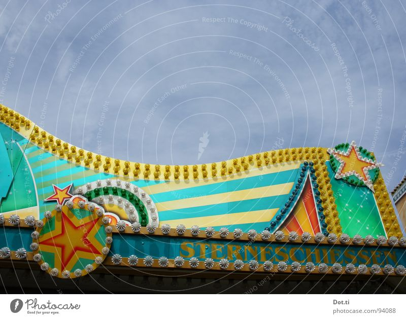 Sterneschießen Glücksspiel Lampe Entertainment Jahrmarkt Himmel Fassade Zeichen Ornament Linie Freude Farbe Stern (Symbol) Schützenfest Schießbude Attraktion