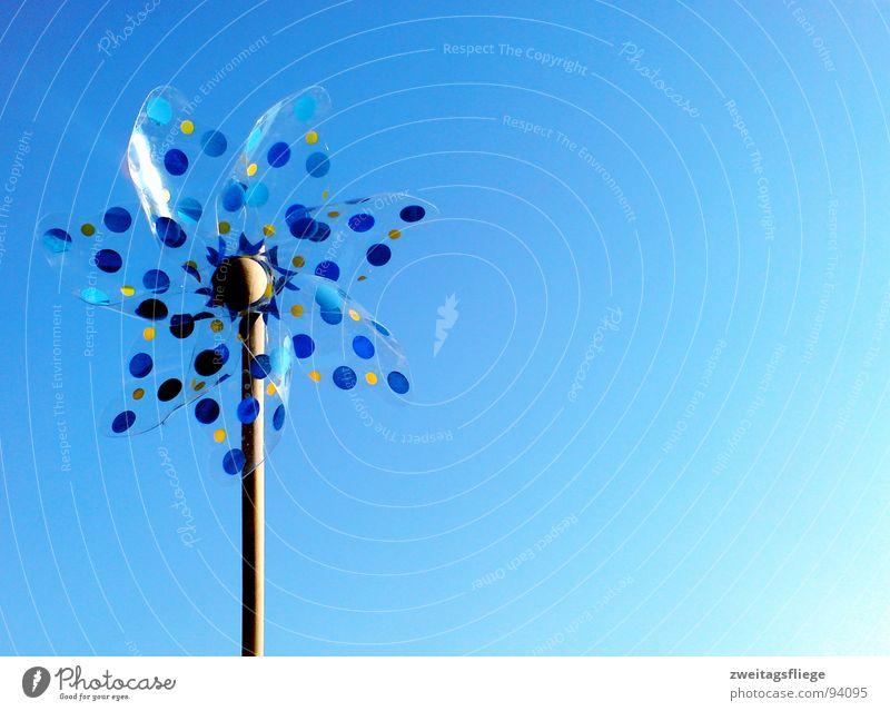 wind is in the air... Himmel blau Bewegung Luft Wind Freizeit & Hobby Punkt Spielzeug Windkraftanlage Dynamik Leichtigkeit Brise