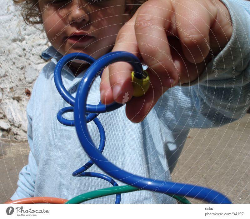 NATANAEL Kind blau Hand Freude Gesicht Spielen Finger Spiegel Kleinkind Bauernhof Locken Begeisterung Kunstwerk Reitsport gelehrt