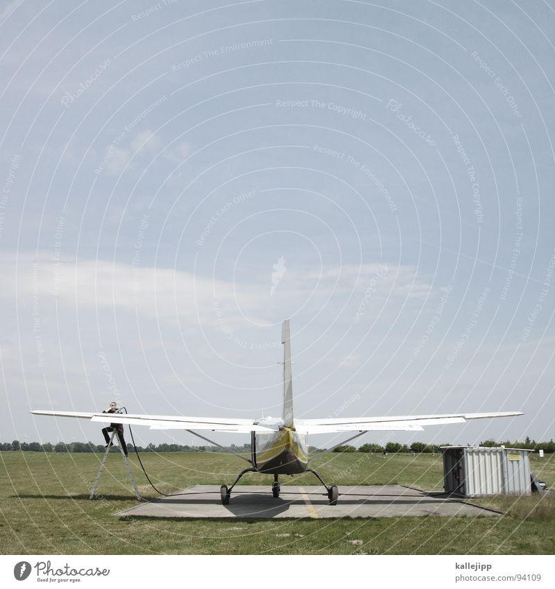 gib mir energie Flugzeug Flugplatz Propellerflugzeug Zapfhahn Tragfläche Tankwart Pilot Arbeit & Erwerbstätigkeit Feld Tankstelle Klimaschutz Parkplatz Horizont