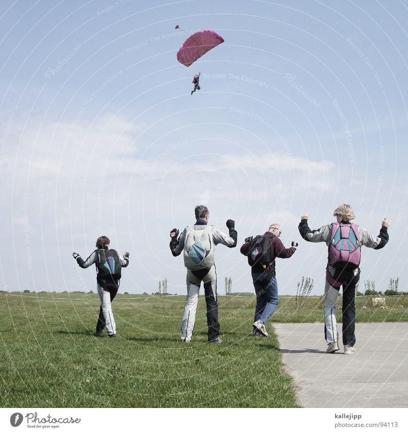 alle meine entchen Fallschirmspringer springen Gleitschirmfliegen üben Flugplatz Rollfeld Horizont gleiten Formation Wiese Feld Formationsspringen Rucksack Hand